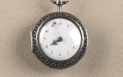 Châtelaine et sa montre