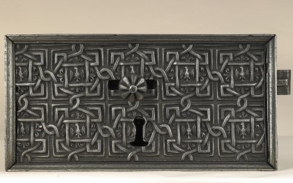 Door lock with Montmorency alerions