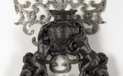Door knocker with putti bearing a coat-of-arms