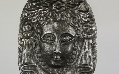 Door knocker with plate in the form of a woman's head