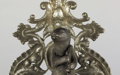 Door knocker with armed bear
